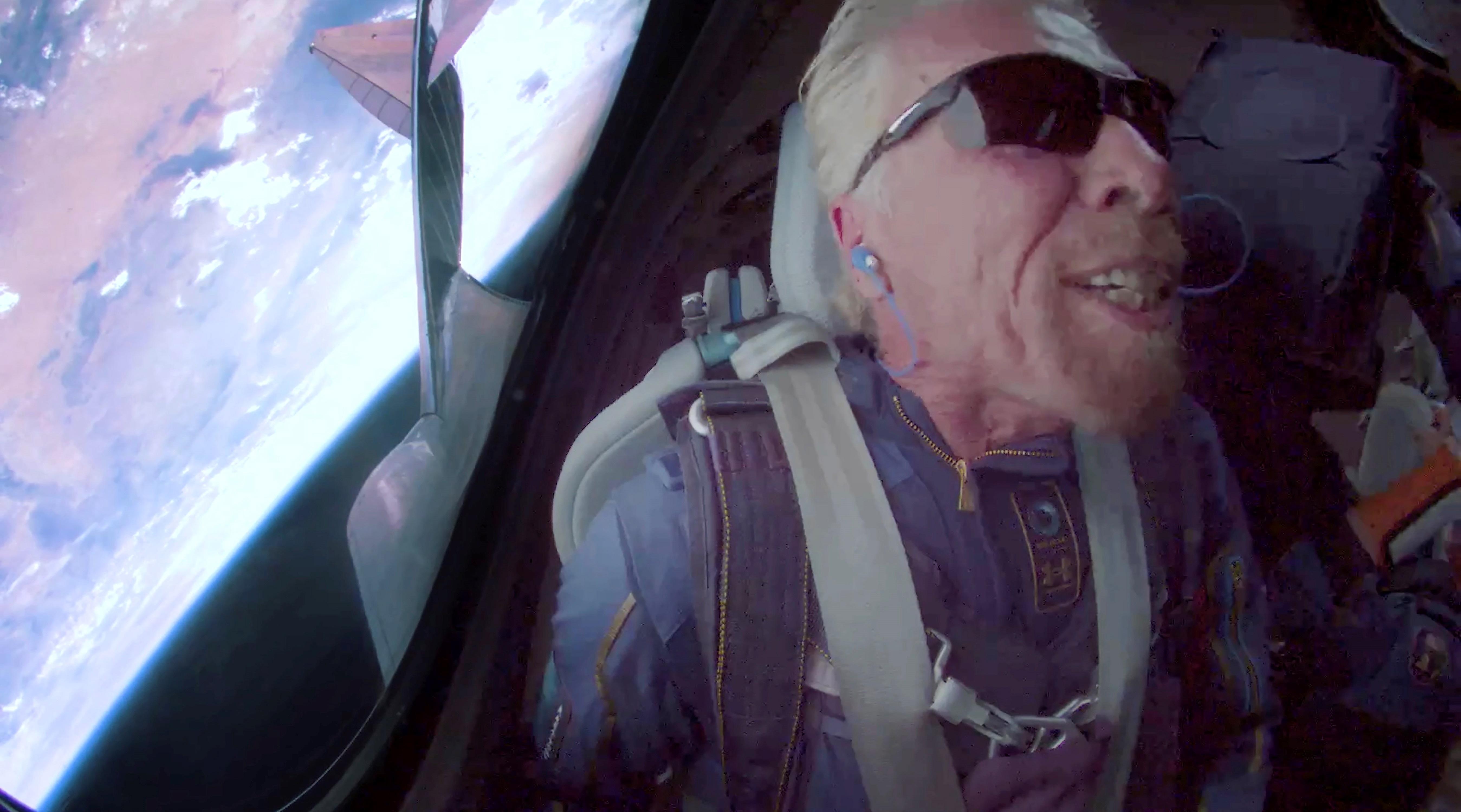 """""""Fue mágico"""": Richard Branson tras llegar al espacio en su propio avión"""