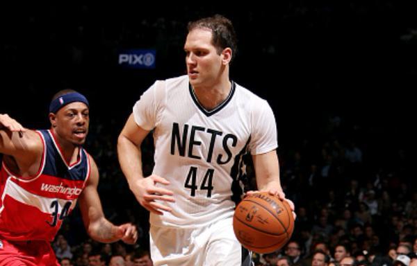 Nets vapulean a Wizards y ven más cerca los playoffs