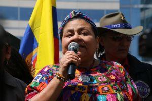 """Rigoberta Menchú acusa a Chevron de """"ecocidio"""""""