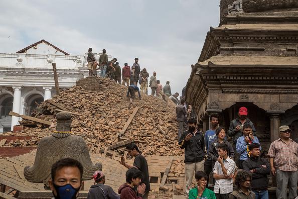 Van más de 5,000 muertos por sismo en Nepal