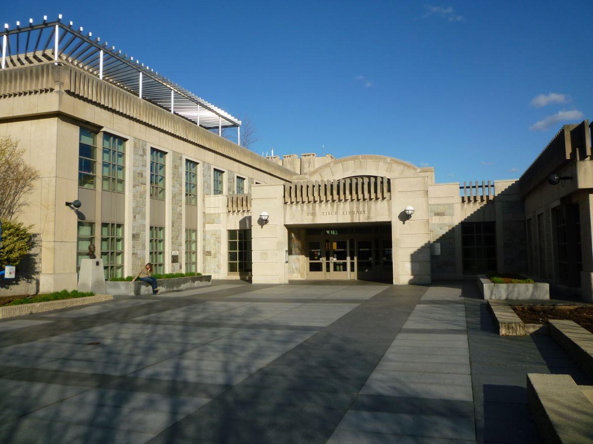 Universidad Tufts aceptará a estudiantes indocumentados