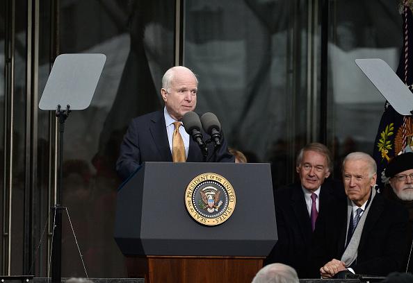 """McCain quiere """"sellar"""" la frontera sur de Arizona contra indocumentados"""