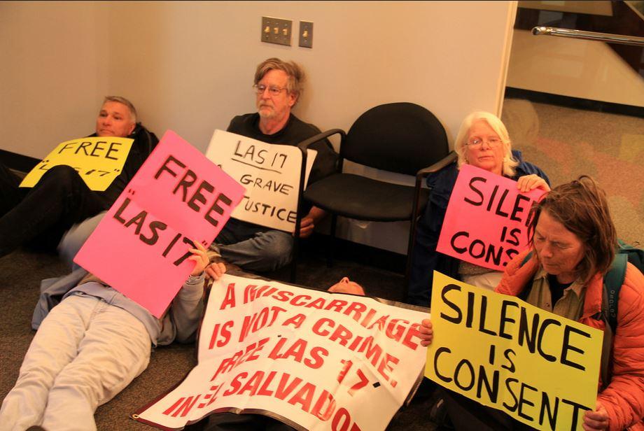 A juicio por defender a mujeres sentenciadas por aborto en El Salvador