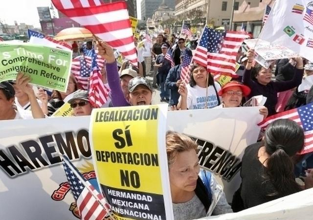 Corte de apelaciones mantiene bloqueo contra alivios migratorios