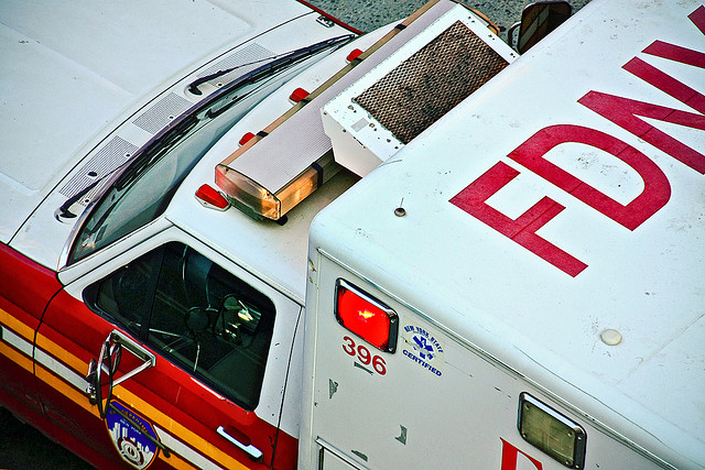 Tres niños huérfanos deja hispano golpeado por auto que irrespetó semáforo en Washington Heights