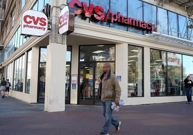 Apuñalan a adolescente durante supuesto robo en tienda del UES