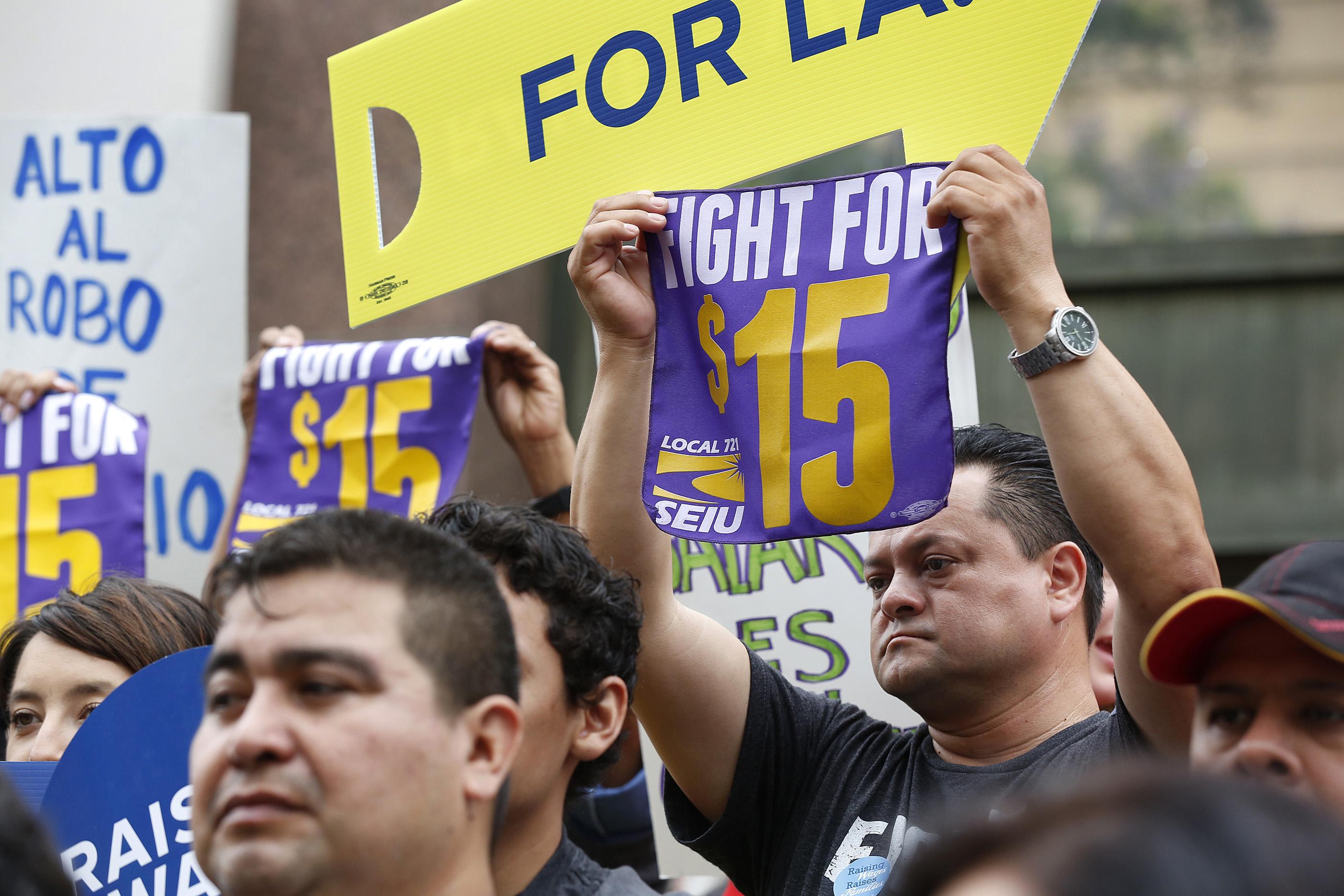 La lucha por los $15 como mínimo se ha abierto el camino pero no en todo el país. /Aurelia Ventura