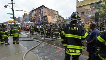 Bombero rescata a recién nacido de un incendio en Queens