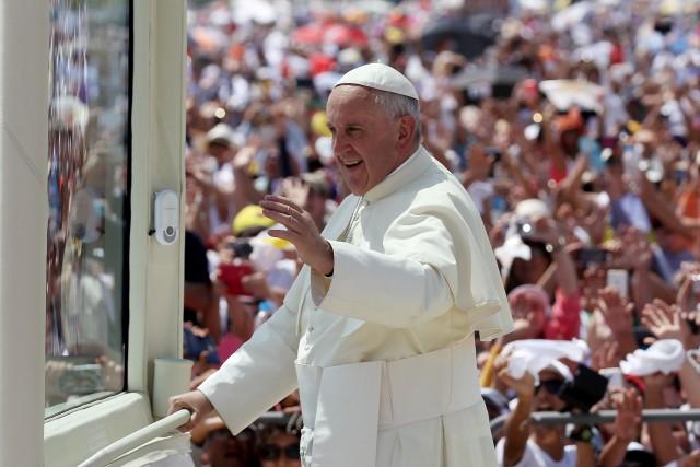 Papa perdona a mujeres que han abortado