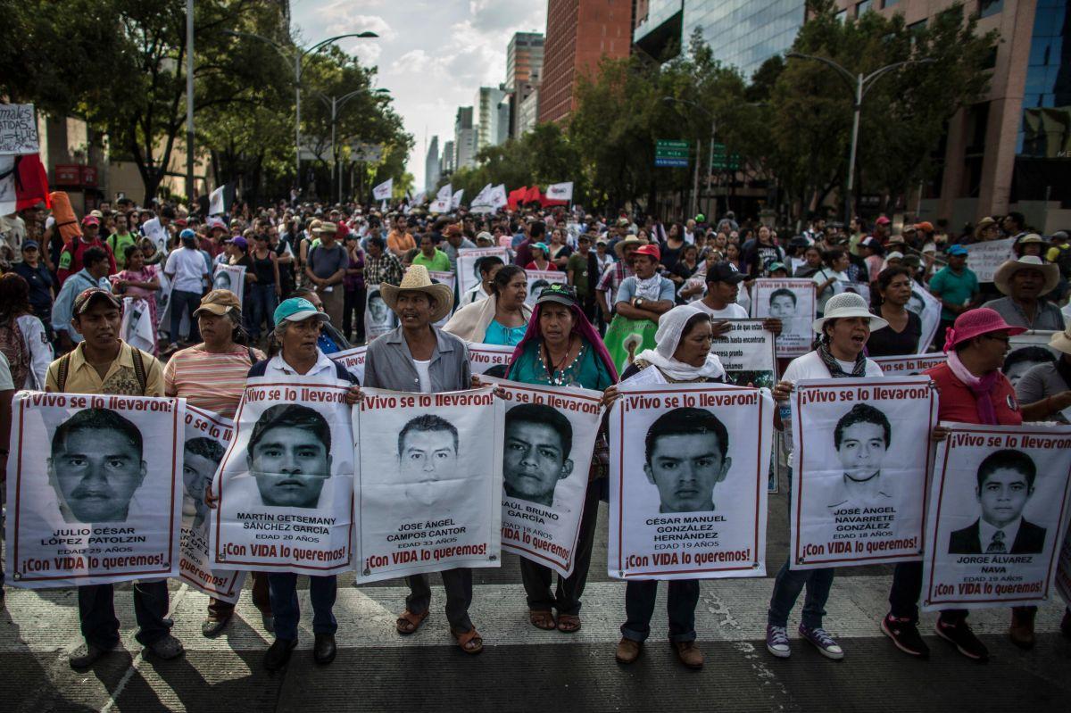 Fiscalía entrega a Innsbruck prendas de los 43 de Ayotzinapa