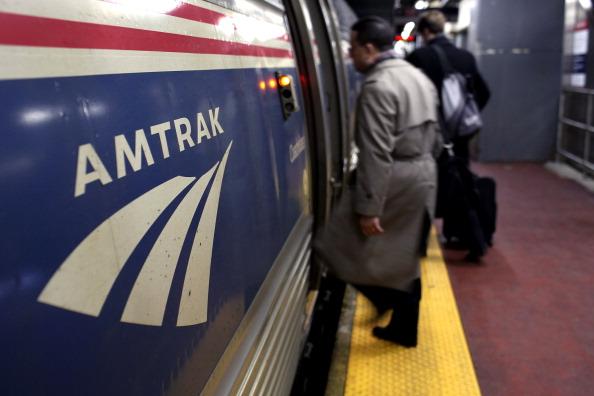 Gobernador de Nueva Jersey contempla túnel ferroviario