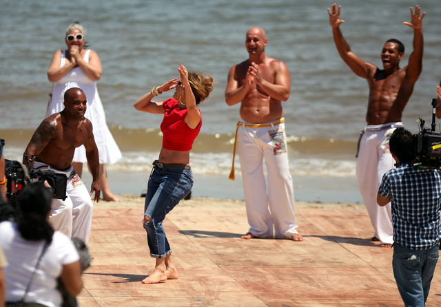 Jennifer López baila capoeira