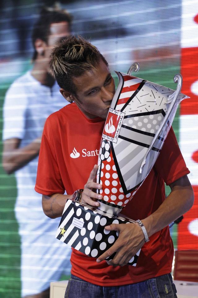 Neymar por la gloria en Japón