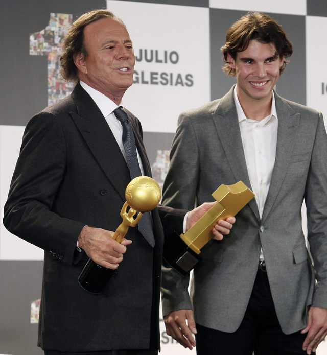 Iglesias recibe premios y se retira de la  'vida pública'