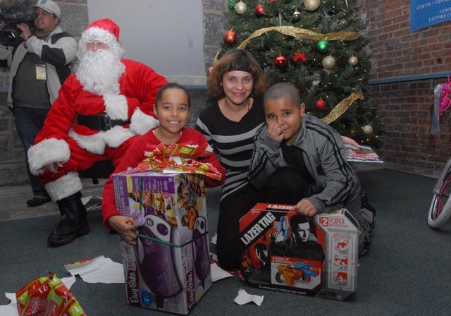 Papá Noel visita primero a los  menos afortunados