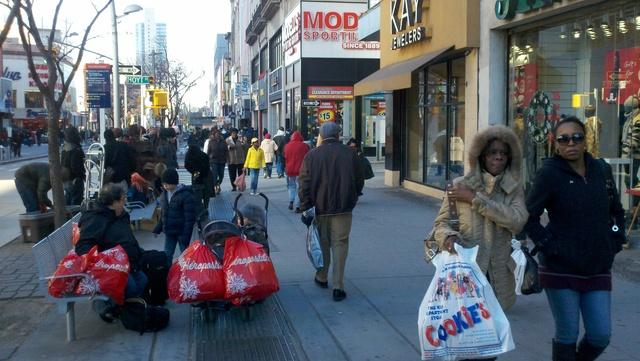 Millones regresan a las tiendas