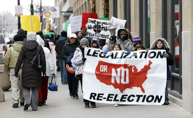 Mayoría de latinos desaprueba deportaciones