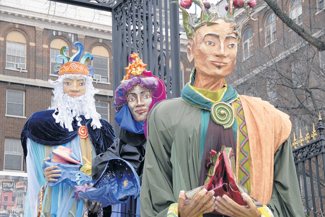 Dominicano viste a los Tres Reyes Magos
