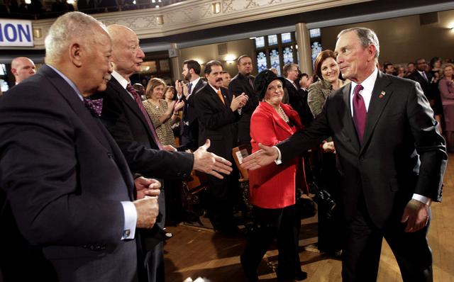 Bloomberg promete de todo
