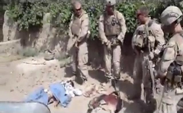 Condenan acción de marines orinando cadáveres