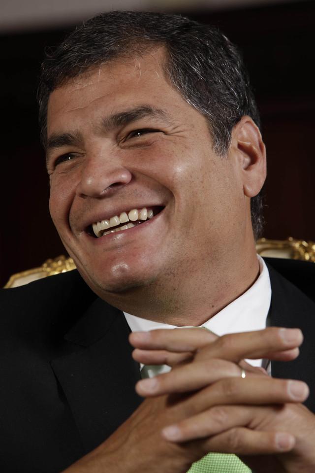 Correa no descarta presentarse a reelección