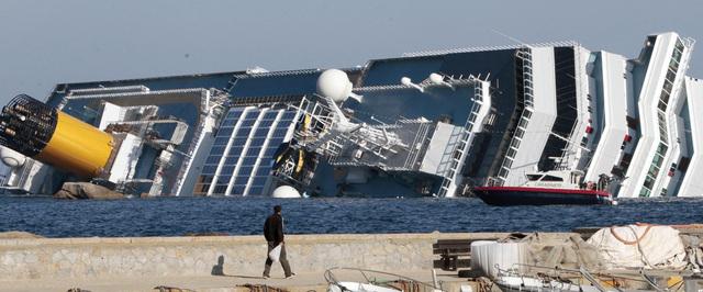 Buscan desaparecidos en crucero italiano