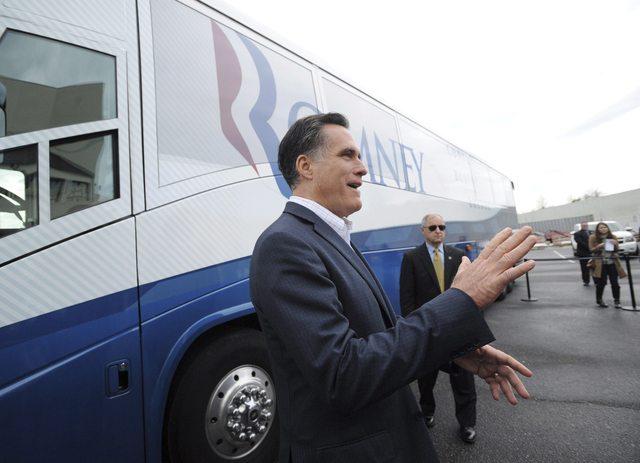 Romney  critica a Santorum por tema de exreos