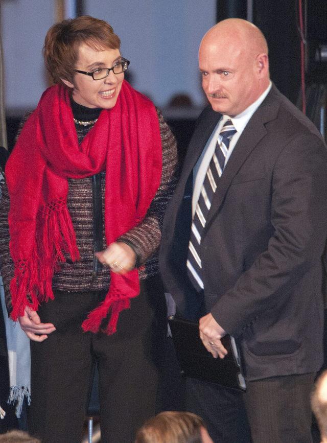 Giffords renunciará a curul en el Congreso