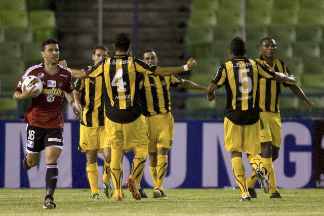 Peñarol avanza a fase de grupos
