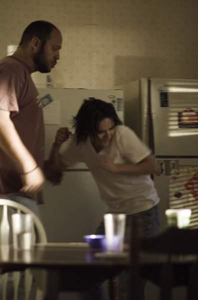 Víctima de violencia doméstica enfrenta agresor