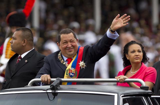 Miles rinden honor a Chávez