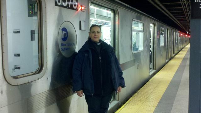 Rosa González:Con una enorme agilidad para operar un tren