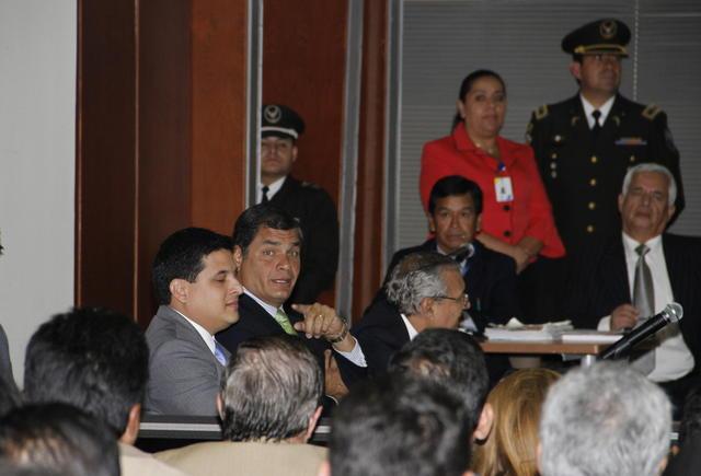 El presidente, Rafael Correa (c), asiste a  la Corte Nacional de Justicia (CNJ) en Quito.
