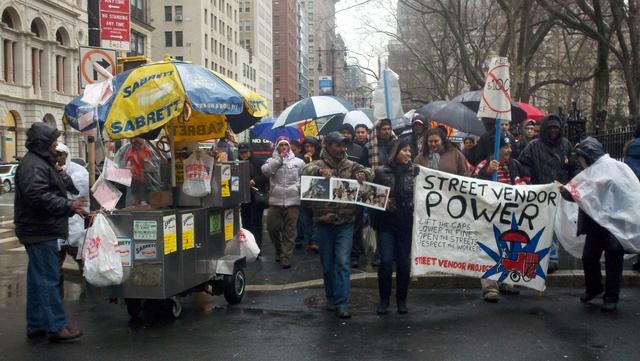 Vendedores ambulantes protestan para reducir monto de multas