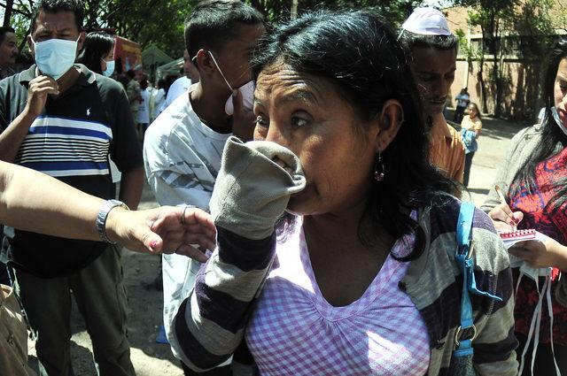 Familiares esperaban ayer los cuerpos de los reos que murieron en la Granja Penal de Comayagua,  en Tegucigalpa.