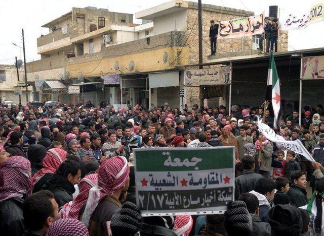 Manifestación en Marea en Allepo (Siria) contra el gobierno de  Bashar Assad.