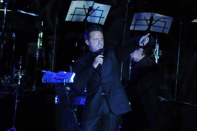 Luis Miguel durante un concierto en Punta del Este, Uruguay, el 20 de febrero de 2012.