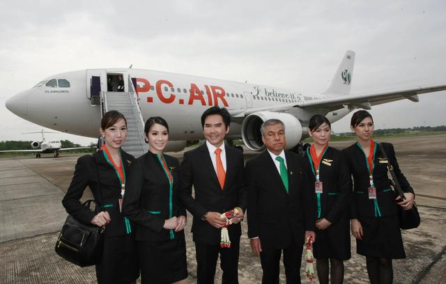 Algunas de las azafatas que forman parte de la compañía PC Airline.