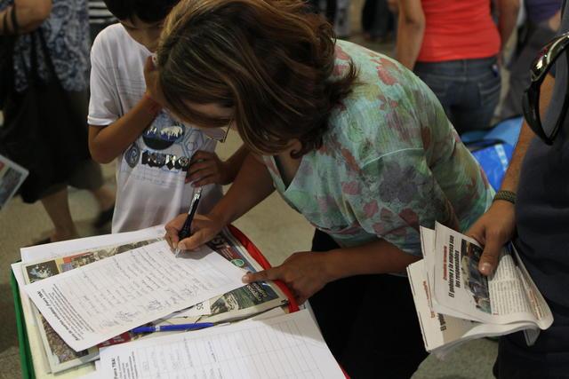 Organizaciones recolectan firmas  para solicitar la estatización del ferrocarril TBA (Trenes de Buenos Aires) debido al accidente.