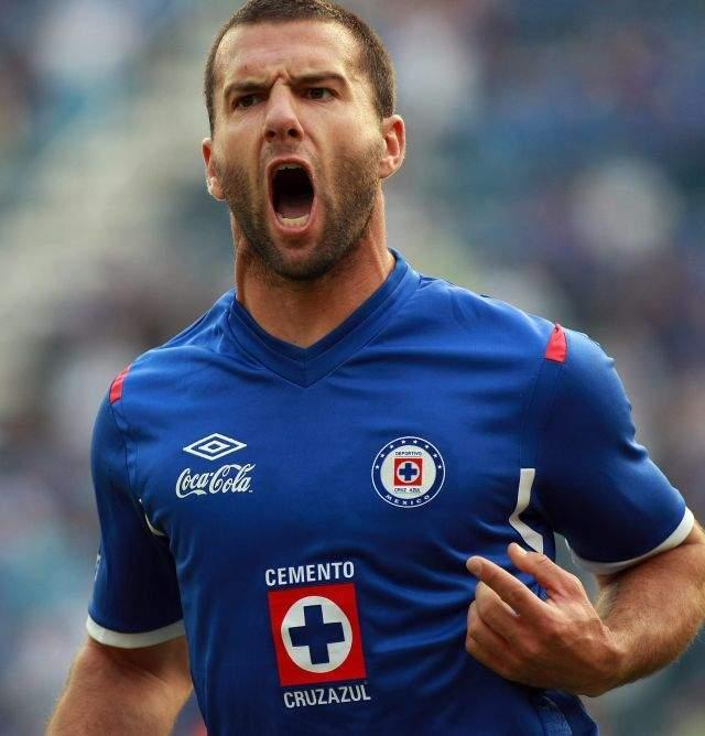 El jugador del Cruz Azul Emanuel Villa.