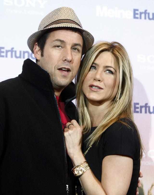 Adam Sandler y Jennifer Aniston están nominados a los Razzie como peor pareja en la pantalla por su película 'Just Go With It'.
