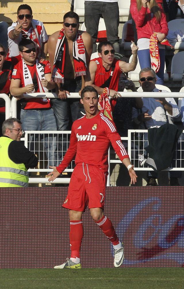 Cristiano Ronaldo celebra su gol, durante el partido de ayer que ganó Real Madird 1-0 contra Rayo Vallecano.