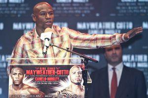 Floyd tira primeros derechazos verbales
