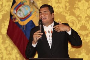 Correa perdona a 'El Universo'