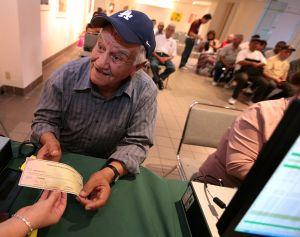"""México comienza a saldar """"deuda histórica"""" con braceros"""
