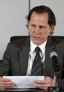 Prensa exige a Correa dar 'giro'