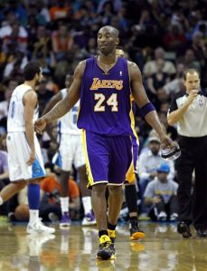 Lakers 107-101 contra Hornets