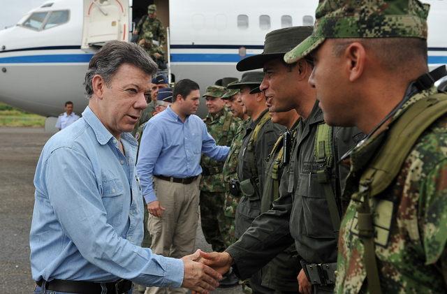 Santos admite error en muerte de militares