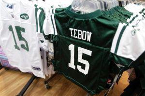 Freno judicial a venta de ropa de Tebow con los Jets