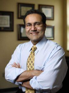 Neurocirujano mexicano recibe premio por sus logros